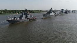 День ВМФ вАстрахани отметилипоказательными шоу морпехов и«черных беретов»