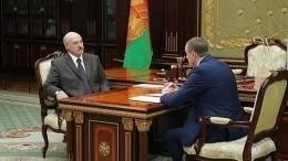 Лукашенко впервые появился напублике после «инсульта»