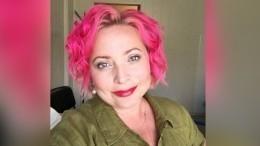 Цвет настроения— розовый! —звезда «Интернов» шокировала новым образом