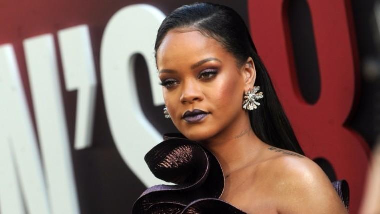 Рианна стала первой темнокожей женщиной наобложке Vogue