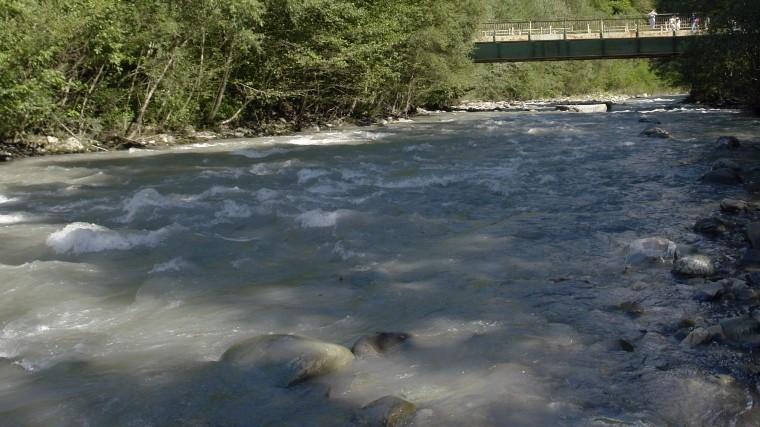 Поиск4-летней девочки врусле реки вСочи приостановлен