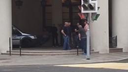 Видео: друзья погибшего сына владельца сети «Кольчуга» собрались уего дома