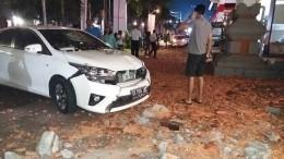 Число погибших врезультате землетрясения вИндонезии возросло до19 человек
