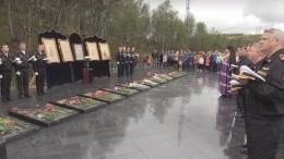 Память погибших наподлодке «Курск» почтили наСеверном иБалтийском флотах