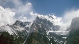 Вылетвертолета для спасения заблокированныхвгорах Алтая туристов отложен