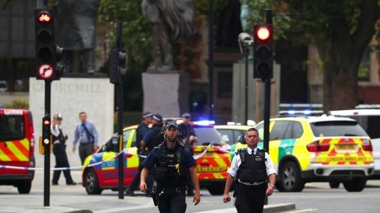 Наезд автомобиля наограждение около парламента вЛондонепризнано терактом