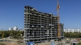 Двое рабочих едва непогибли припадении башенного крана вЯрославле