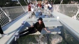 ВКитае из-за любителя селфи обрушился мост