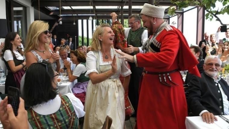 Вказачьем хоре рассказали опоездке сПутиным насвадьбу кглаве МИД Австрии