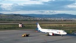 Севший настроящуюся посадочную полосу вУлан-Удэ самолет попал навидео
