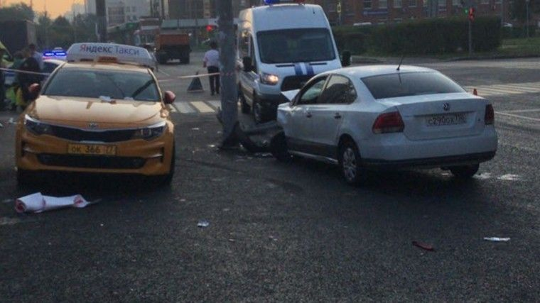 Установлена личность 20-летнего водителя, протаранившего пешеходов вМоскве