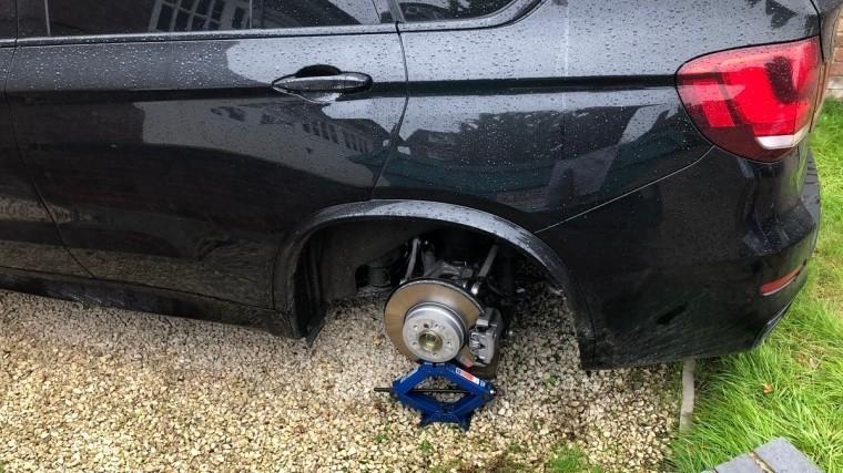 «Разули»— смашины английского футболиста украли колеса