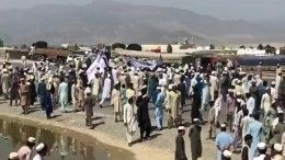 Десятки людей погибли при взрыве смертника вАфганистане