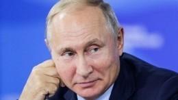 «Юанями потом вернешь»— Путин купил СиЦзиньпину сбитень наВЭФ-2018— видео