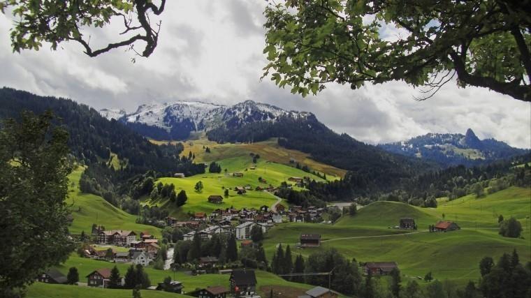 Швейцарская деревня согласилась набезусловную выплату денег всем жителям