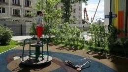 «Очень опасно»: активисты проверили состояние детских площадок повсей России