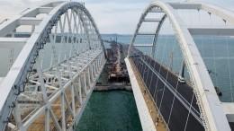 Видео: грузовики наКрымском мосту ждут открытия движения
