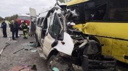 Момент смертельного ДТП смаршруткой иавтобусом под Тверью попал навидео