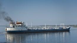 Баржа врезалась вмост через Волгу вКостроме