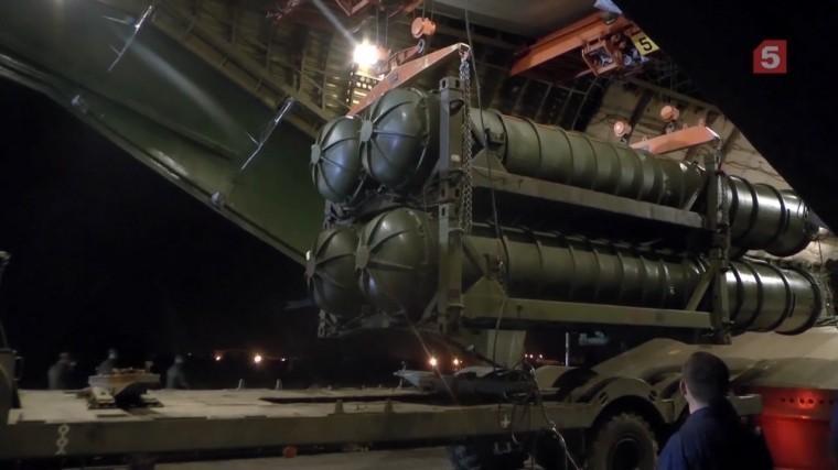 Опубликованы новые кадры сбазы Хмеймим, куда доставили С-300