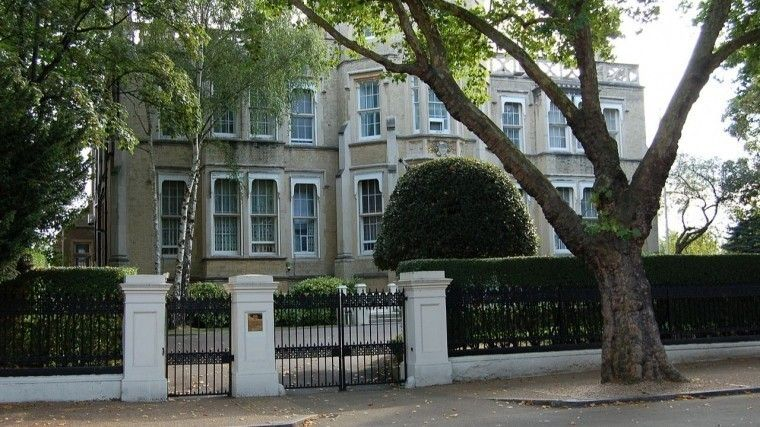 Посольство РФждет разъяснений британских властей обобещанном «блэкауте вКремле»