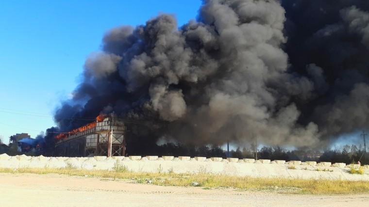 ВКалуге полыхает завод попроизводству щебня— фото сместа событий