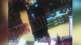 Момент, как Росляков покупает оружие перед нападением вКерчи, попал навидео