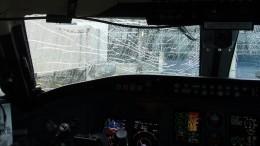 Боинг стрещиной наокне пилота экстренно сел вКвебеке— видео