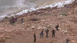 17 человек погибло при затоплении школьного автобуса вИордании