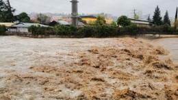 Жители затопленного Хадыженска непадают духом, несмотря наужас происходящего
