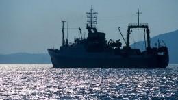 Сахалинский траулер «Невельск» дрейфует вОхотском море