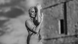 Арбенина назвала себя supergirl ипредстала воткровенном платье— видео