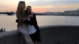Друг Шнурова рассказал, когда начался его роман сновой женой
