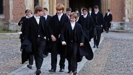 Британские школьники заподозрили, что иходнокласснику 30 лет
