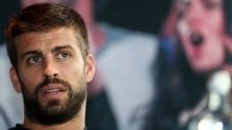 Защитник «Барселоны» Пике неудачно вышел изавтобуса перед матчем Лиги Чемпионов