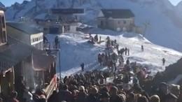 Застрявшие вДомбае туристы пожаловались наорганизацию эвакуации