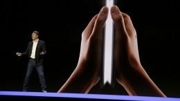 Samsung презентовал складывающийся пополам смартфон