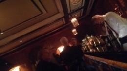 Видео: Стинг перед концертом вПетербурге выпил витальянском баре