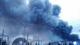 Прямая трансляция сместа пожара вгипермаркете «Лента» вПетербурге