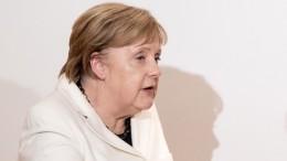 Ангелу Меркель поошибке назвали женой Эммануэля Макрона— видео