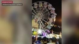 ВИндонезии отдыхающие выпали изкабины колеса обозрения— видео