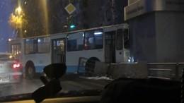 ВЕкатеринбурге троллейбус сбил пешехода ивъехал вкиоск— фото