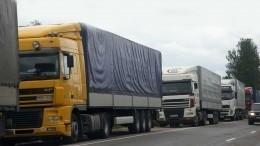 Сотни грузовиков немогут въехать вГрузию из-за непогоды