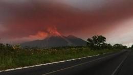 Всети появилось видео пробуждения вулкана Фуэго вГватемале