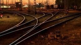 Пассажирский поезд сошел срельсов вКаталонии— первые кадры сместа