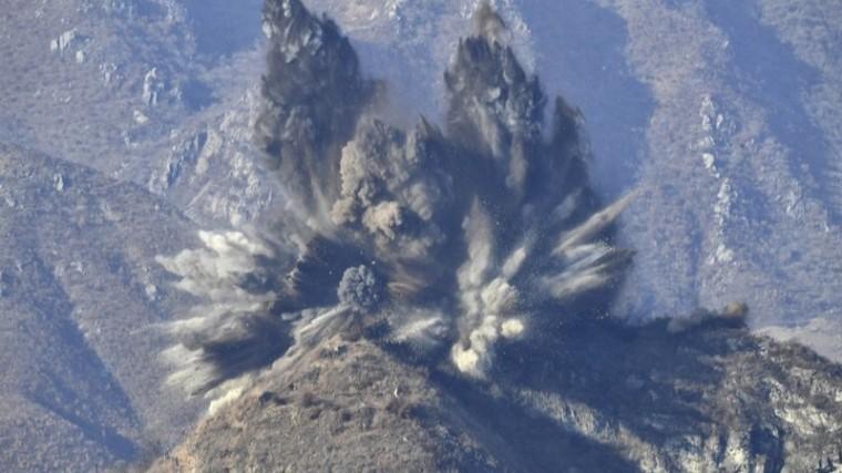 КНДР взорвала военные бункеры награнице сЮжной Кореей