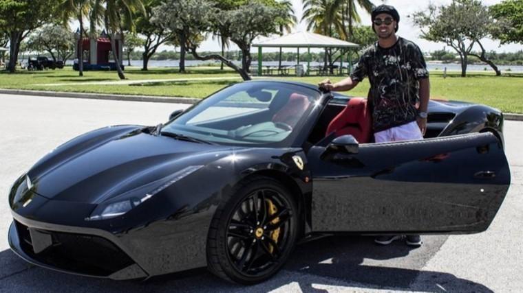 Власти Бразилии арестовали роскошное имущество футболиста Роналдиньо