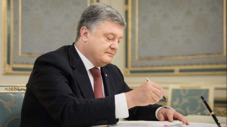 Порошенко ввел наУкраине военное положение
