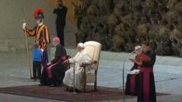 Видео: шестилетний мальчик прервал аудиенцию Папы Римского