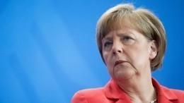 Всети обсуждают фото Меркель, полетевшей наG-20 наобычном самолете
